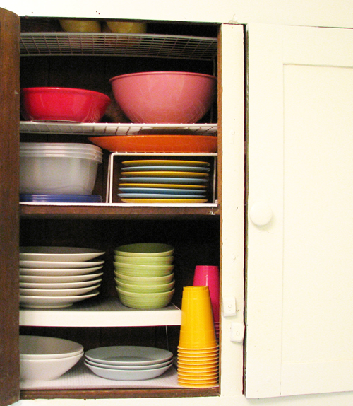 Kitchen cabinet dishes2